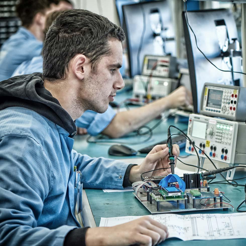 KATEK Auszubildender Elektroniker für Geräte und System